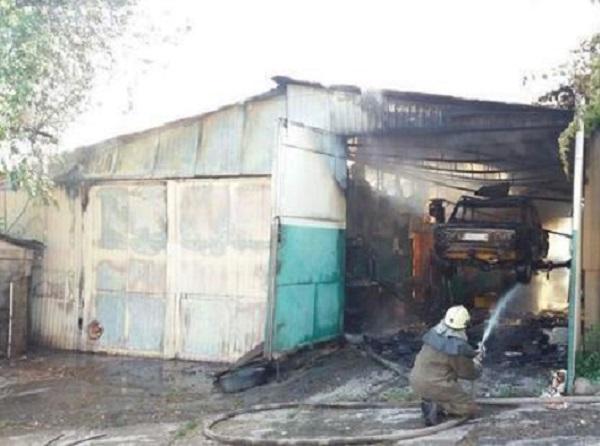 Опасный ремонт: станция техобслуживания сгорела вместе с авто. Новости Днепра