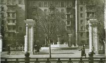 Редкие фото Днепра 50-х: фонтан в центре города заменил памятник