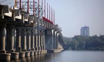 Парень в трусах на Новом мосту «поднял на уши» городские спецслужбы