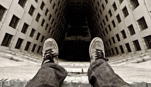 В Днепре женщина хотела спрыгнуть с 12-го этажа. Новости Днепра