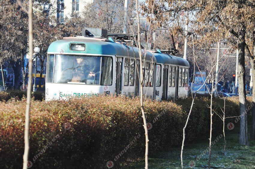 Прямо в трамвае умер мужчина. Новости Днепра