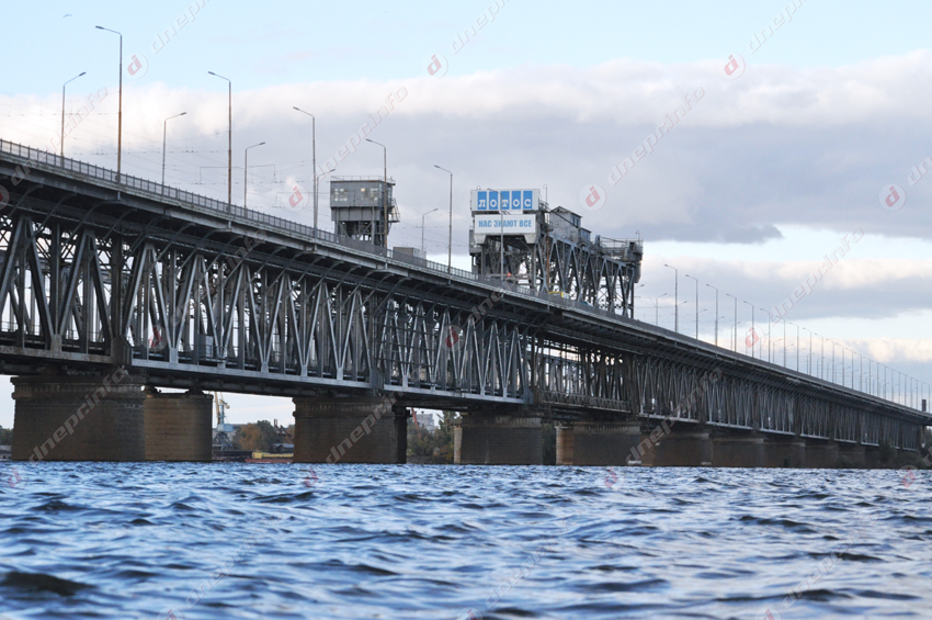 Дважды мужчина собирался спрыгнуть с Амурского моста. Новости Днепра