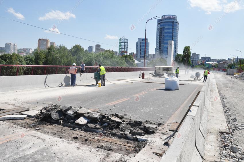 После перекрытия на Новом мосту активизировались работы. Новости Днепра