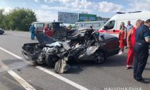 Фура против легковушки: авто расплющило, четверо погибло, включая ребенка