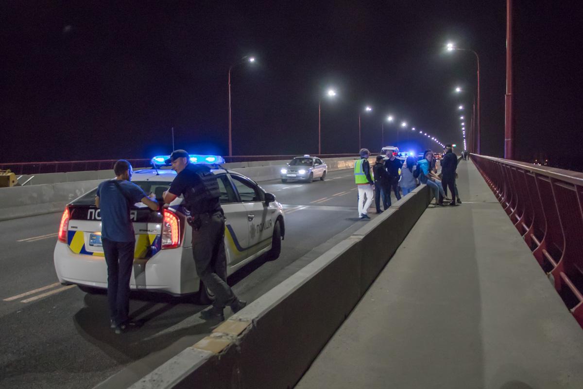 Попытка суицида: девушка хотела спрыгнуть с моста. Новости Днепра
