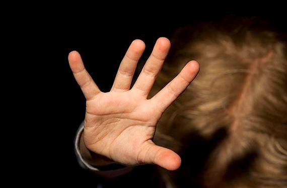 «Избивала, запихивала в будку и бросала об асфальт»: ужасные зверства матери над своими детьми. Новости Днепра