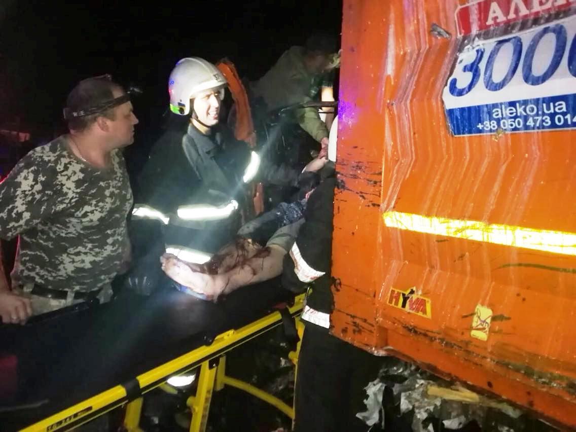 Под Днепром лоб в лоб столкнулись 2 грузовика. Новости Днепра