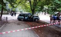 Врезался в дерево: в результате ДТП погибли 2 человека, есть пострадавшие