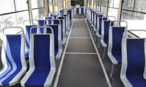 В Днепре наглому пассажиру помогли покинуть трамвай с помощью сильных пинков
