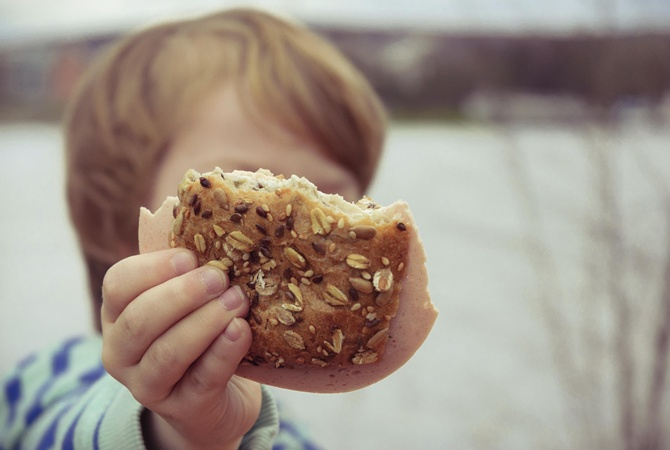 Что продают вашим детям: купленная булочка могла стать фатальной для ребенка. Новости Днепра