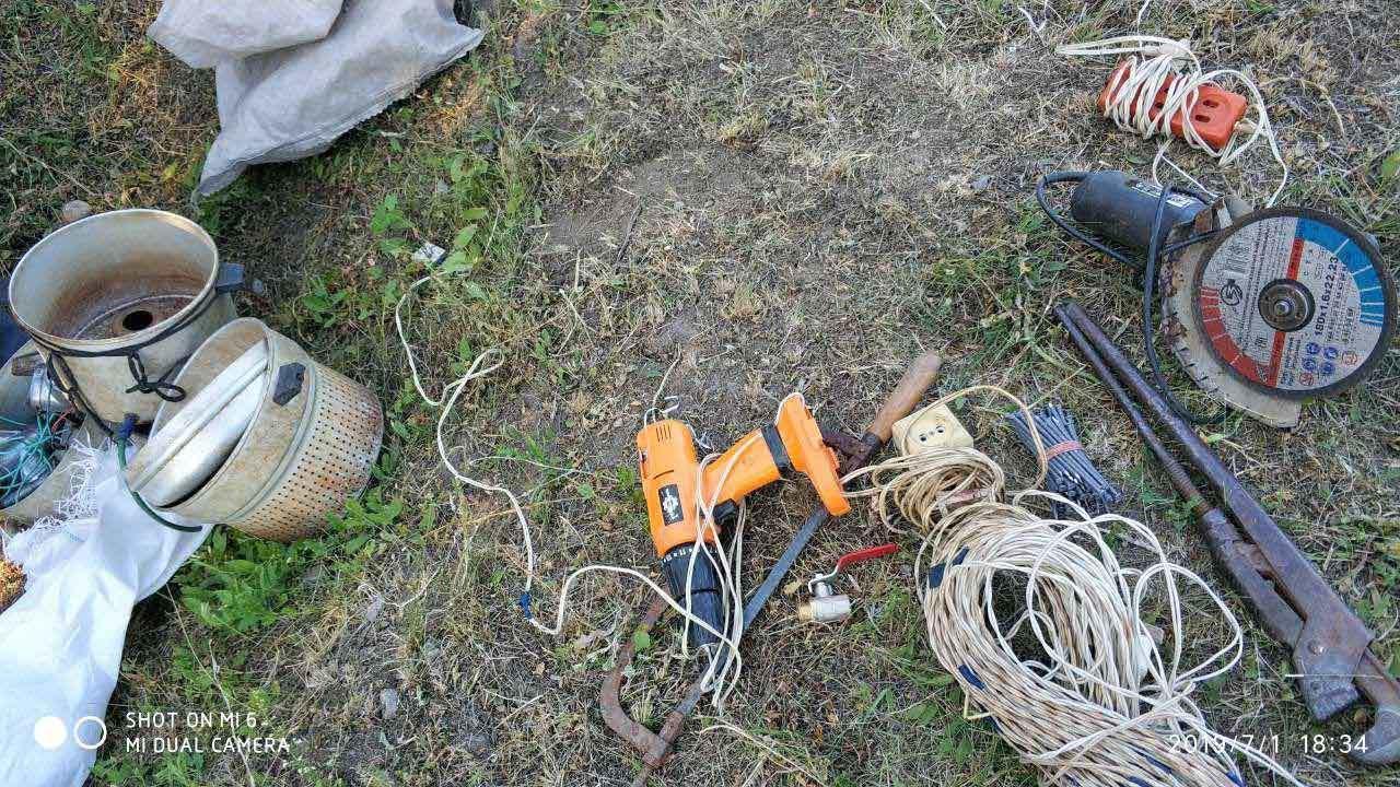 Один убегал, другой прятался в картошке: неудачливые воры пытались украсть инструменты. Новости Днепра