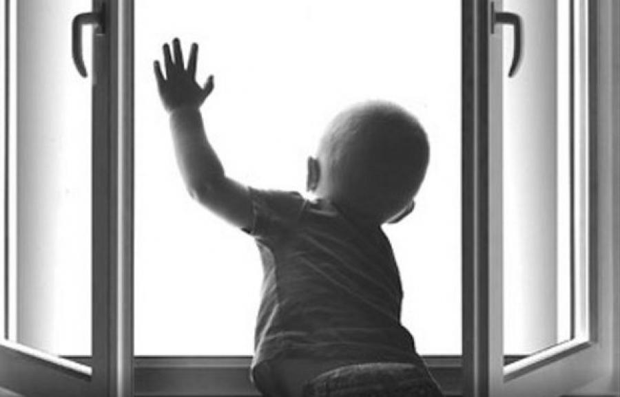 Ребенок на Днепропетровщине выпал со второго этажа. Новости Днепра
