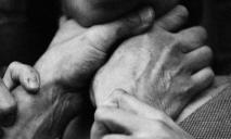 Задушил и сбросил тело в колодец: убита девушка на 9 месяце беременности
