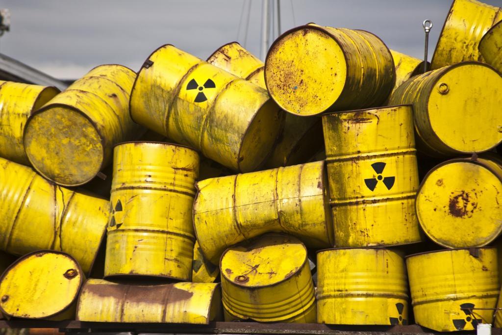 Дело брошенных бочек с опаснейшими химикатами начали расследовать в полиции. Новости Днепра