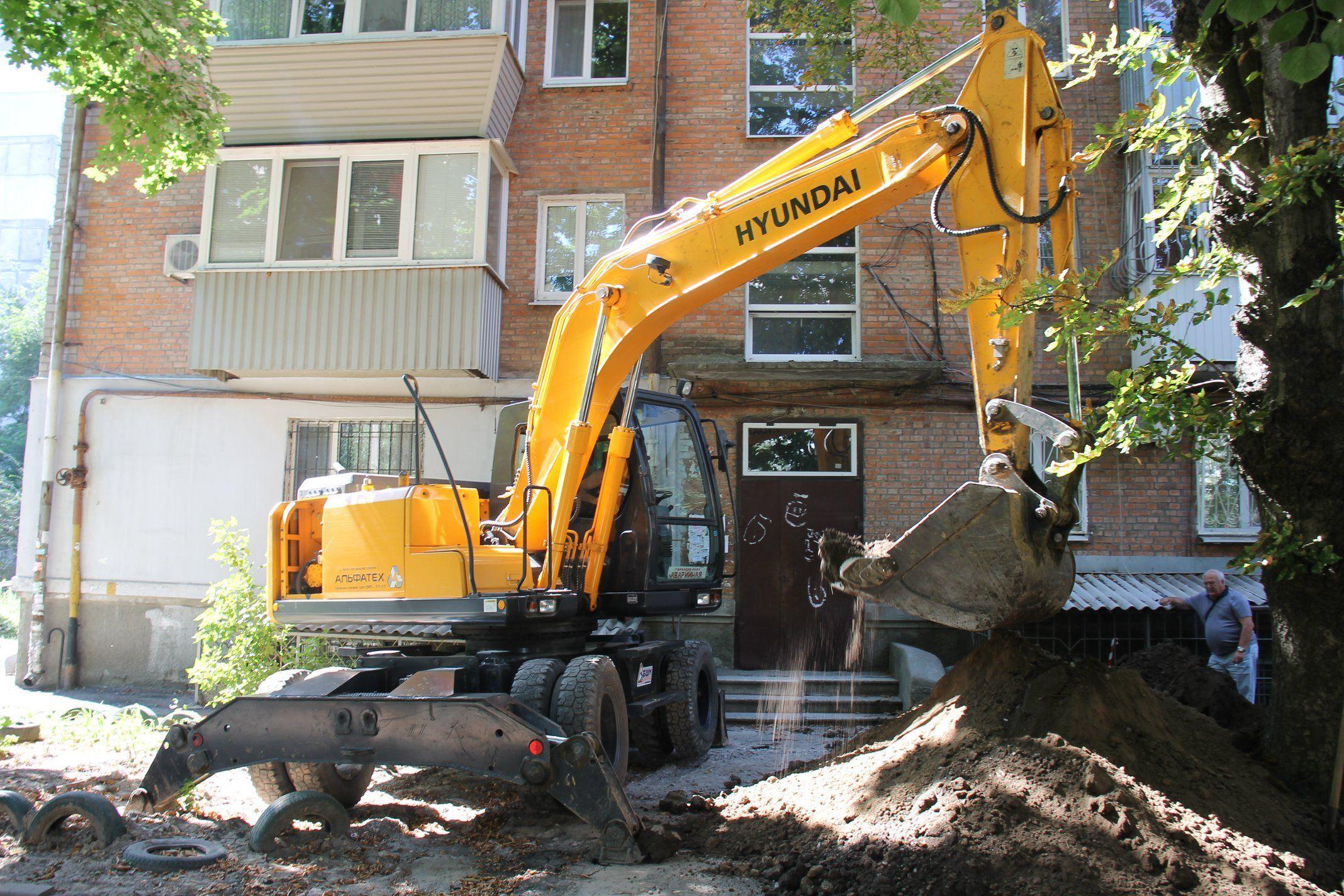 В этом году работники «Днепроводоканал» заменили впуски водопровода в 80-ти домах. Новости Днепра