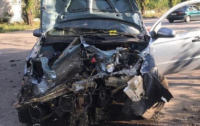 Машины всмятку: Skoda на большой скорости въехала в Chevrolet. Новости Днепра