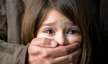 Пока матери не было дома: мужчина насиловал несовершеннолетнюю падчерицу