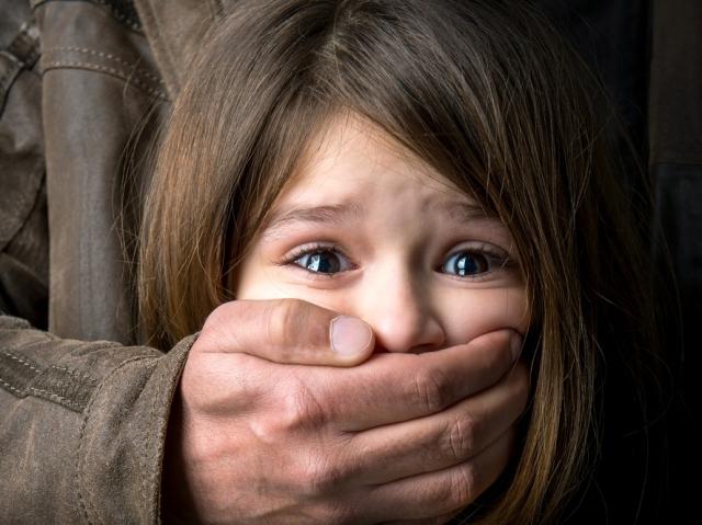 Пока матери не было дома: мужчина насиловал несовершеннолетнюю падчерицу. Новости Днепра