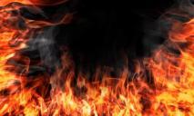 В Днепре загорелся жилой дом: 10 человек боролись с огнем