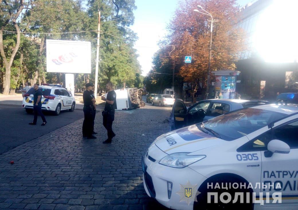 Перевернулась маршрутка: комментарии полиции. Новости Днепра