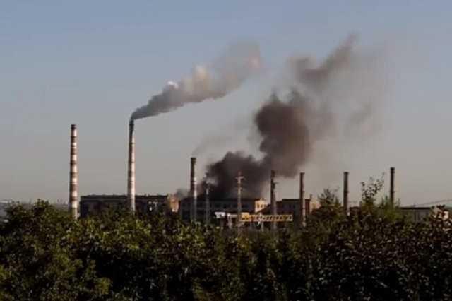 С труб Приднепровской ТЭС опять начал валить черный дым. Новости Днепра