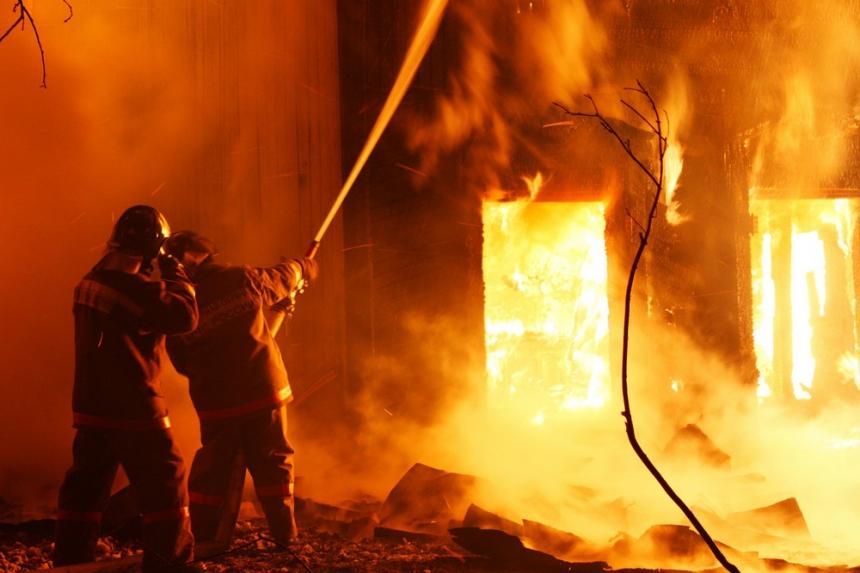 На сильном пожаре под Днепром пострадала женщина. Новости Днепра