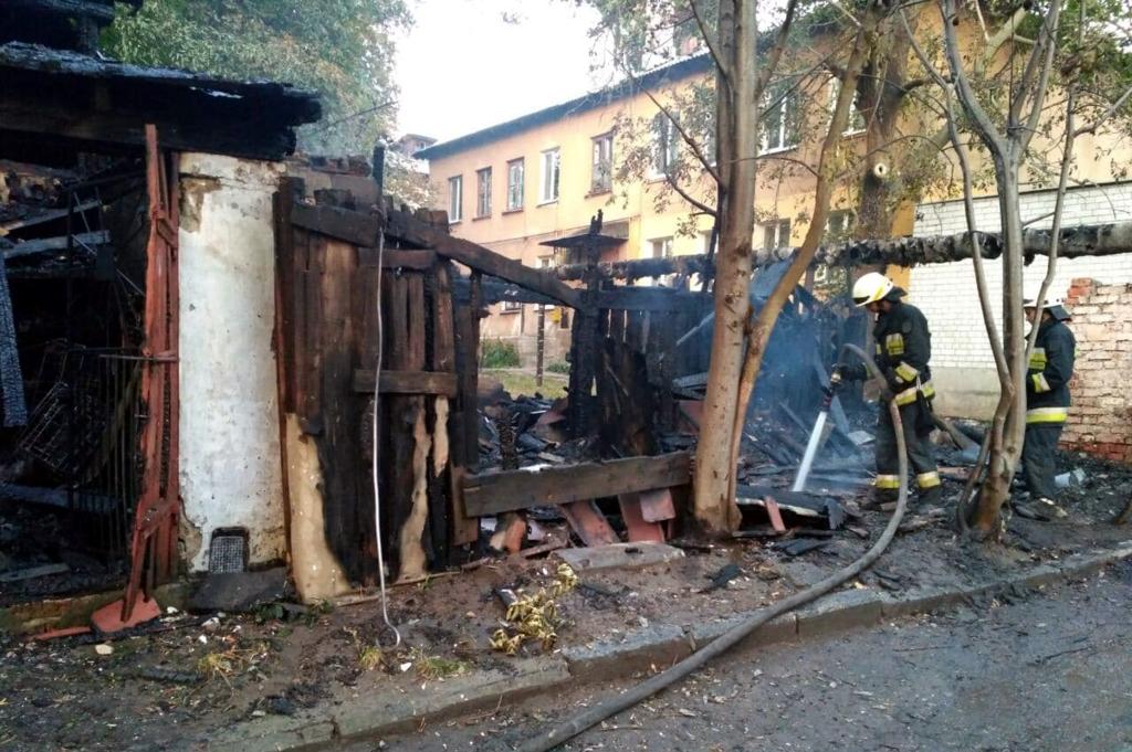 В Днепре горело 12 помещений: спасатели несколько часов боролись с пожаром. Новости Днепра