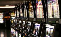 «Я сейчас выгоню их нах*й, они даже не войдут у меня сюда»: в салонах игровых автоматов не боятся ни власть, ни полицию