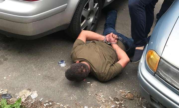 Покушение на жизнь полицейского, угон, оружие: мужчина под следствием гуляет на свободе и продолжает нарушать закон. Новости Днепра