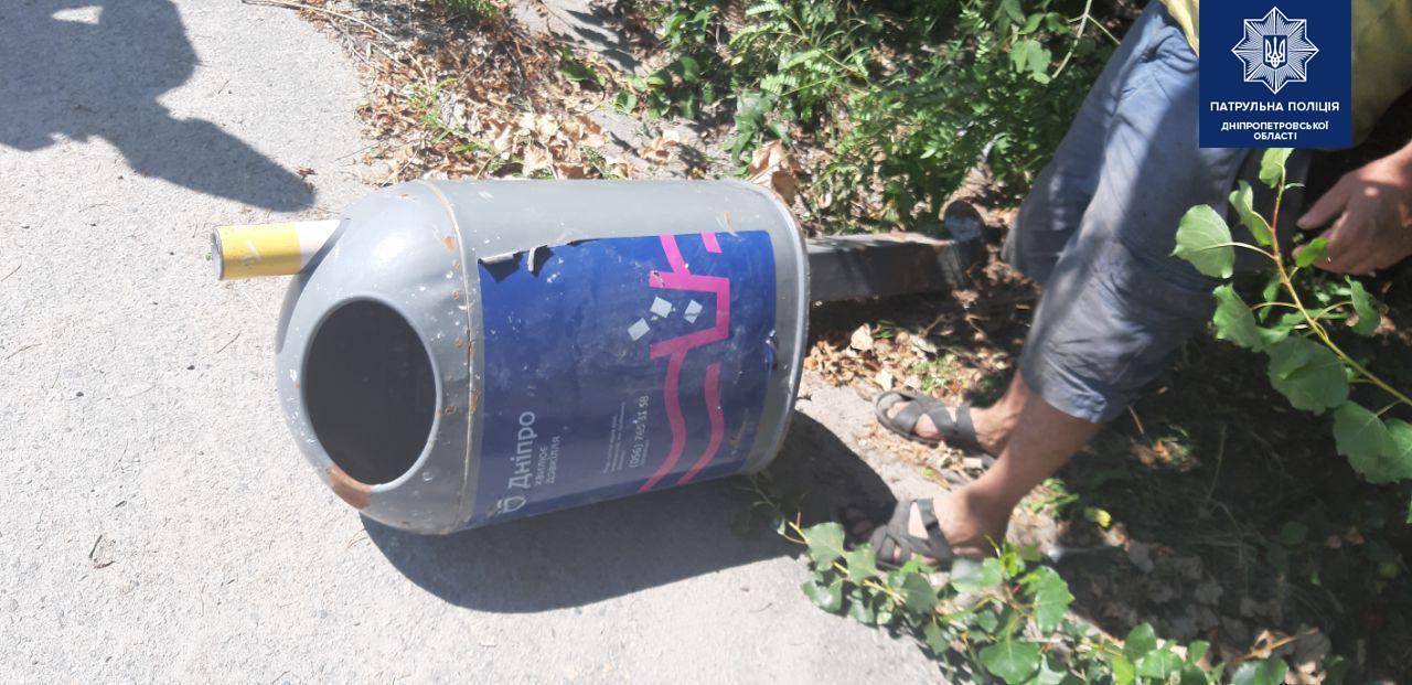 Хотели подзаработать: в Днепре пытались украсть мусорный бак. Новости Днепра