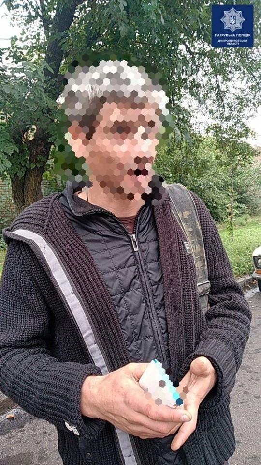 Привлек внимание поведением: мужчина «спалился» перед патрульными. Новости Днепра