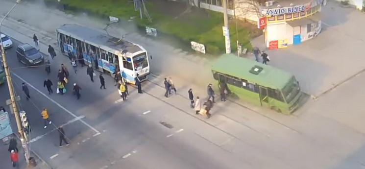 У переполненной маршрутки отказали тормоза: мэра просят наградить водителя. Новости Днепра
