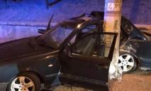 Автомобиль врезался в столб, есть пострадавшие