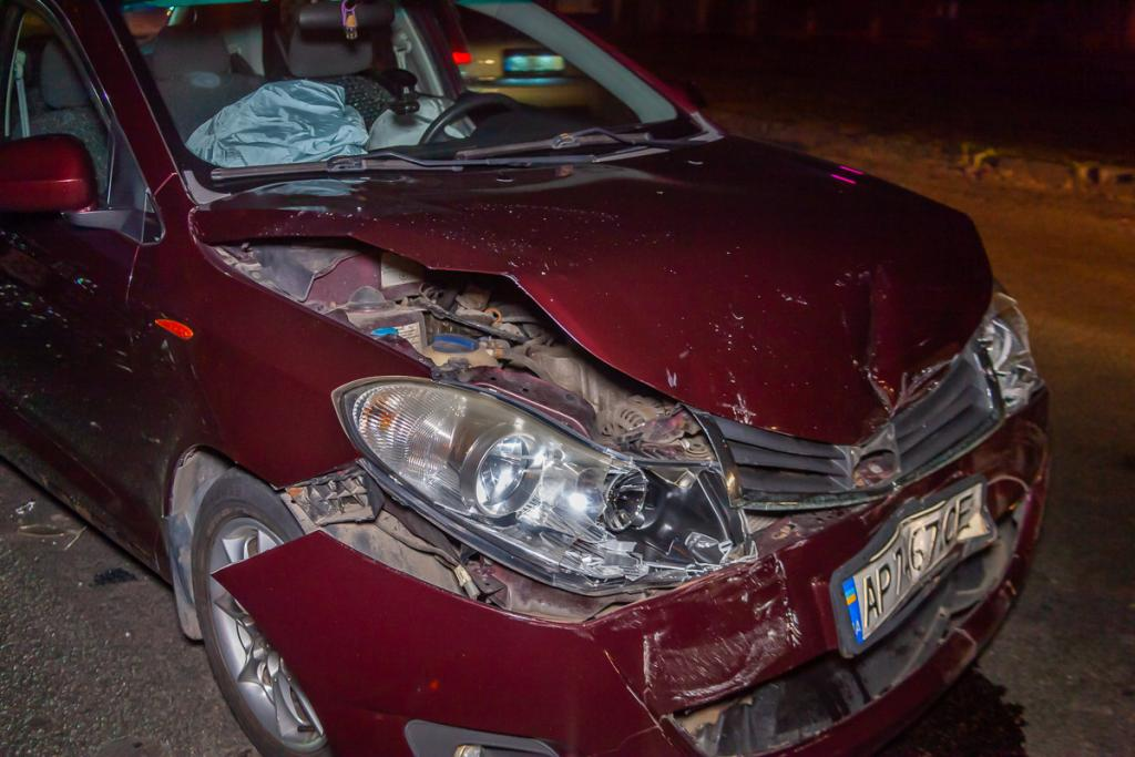 Столкнулись два автомобиля: в ДТП пострадала женщина. Новости Днепра