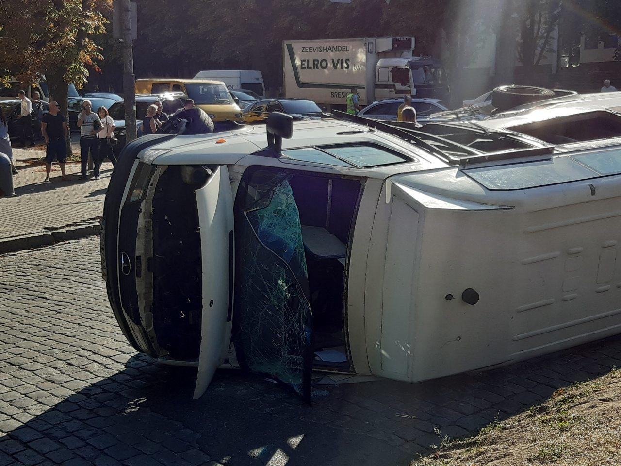 В Днепре из-за пьяного водителя перевернулась маршрутка. Новости Днепра