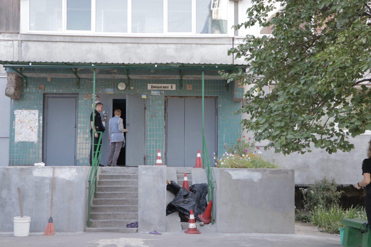 Возле многоэтажки найдено тело девушки. Новости Днепра