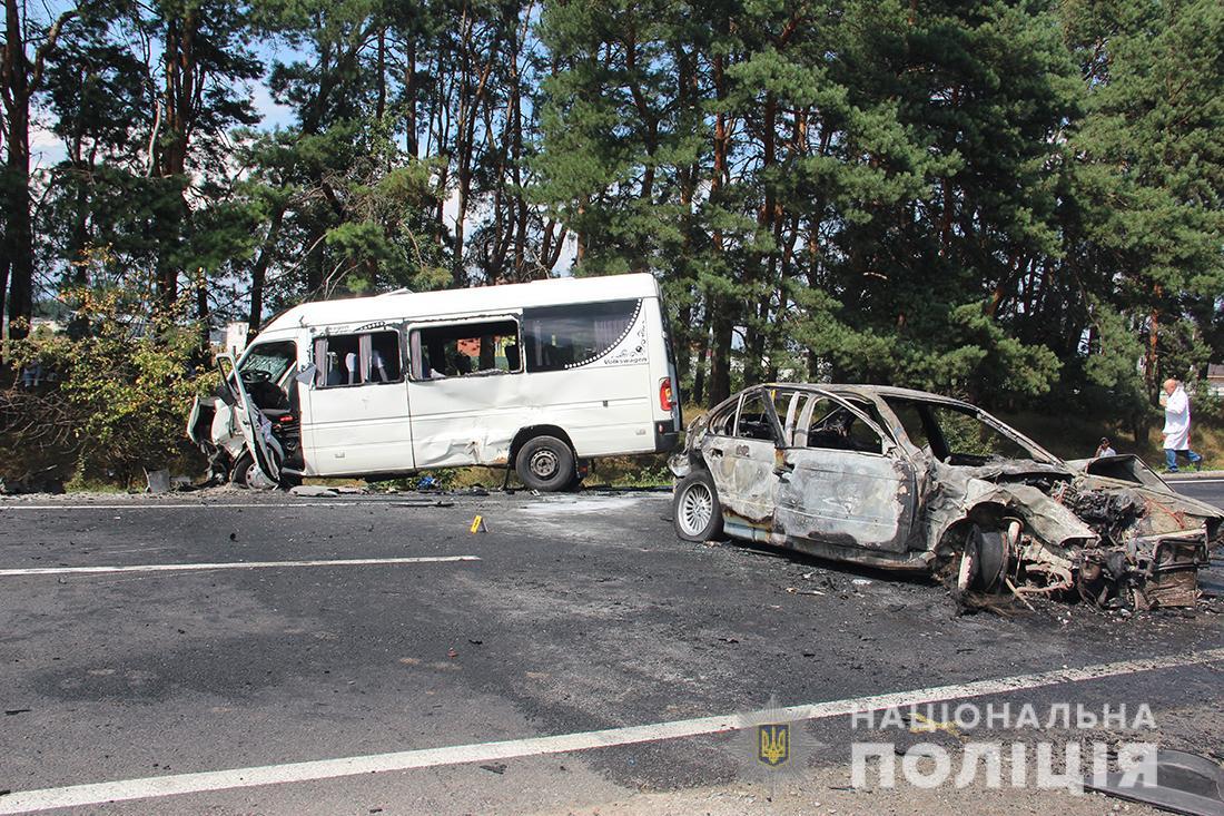 Лобовое ДТП с маршруткой и пожар: десятки пострадавших. Новости Украины