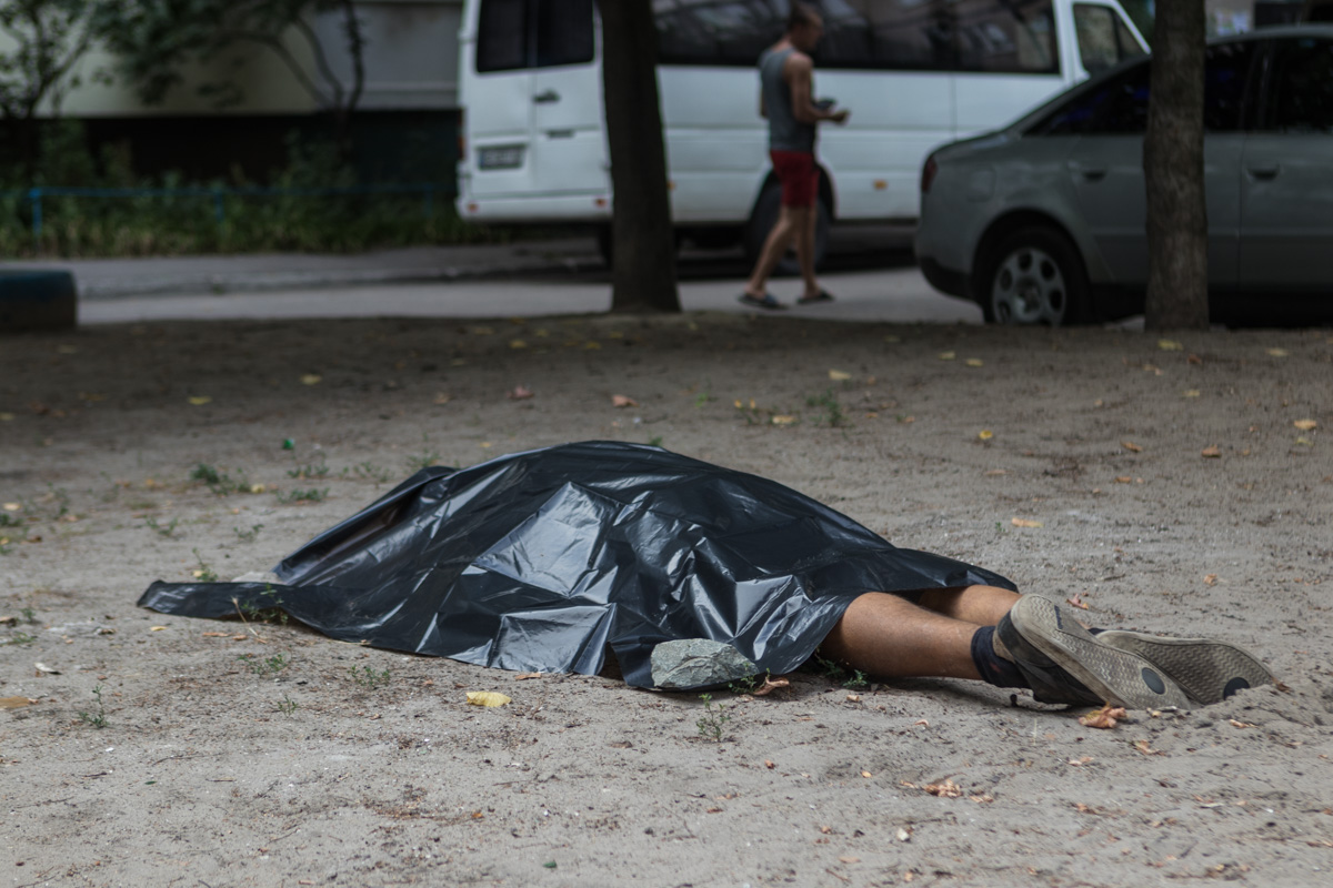 Новости Днепра про В Днепре на детской площадке нашли труп мужчины