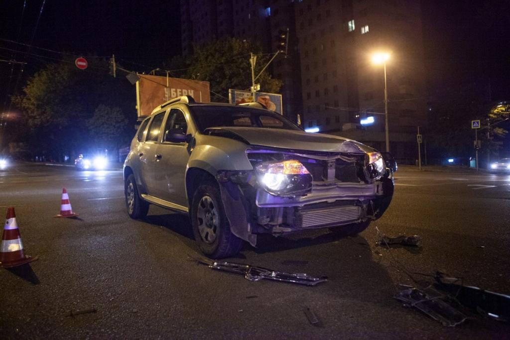 Ночное ДТП в Днепре: водитель спровоцировал аварию и скрылся. Новости Днепра