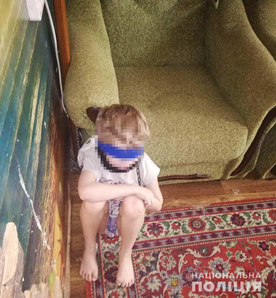 Днепрянка держала мальчика на цепи. Новости Днепра