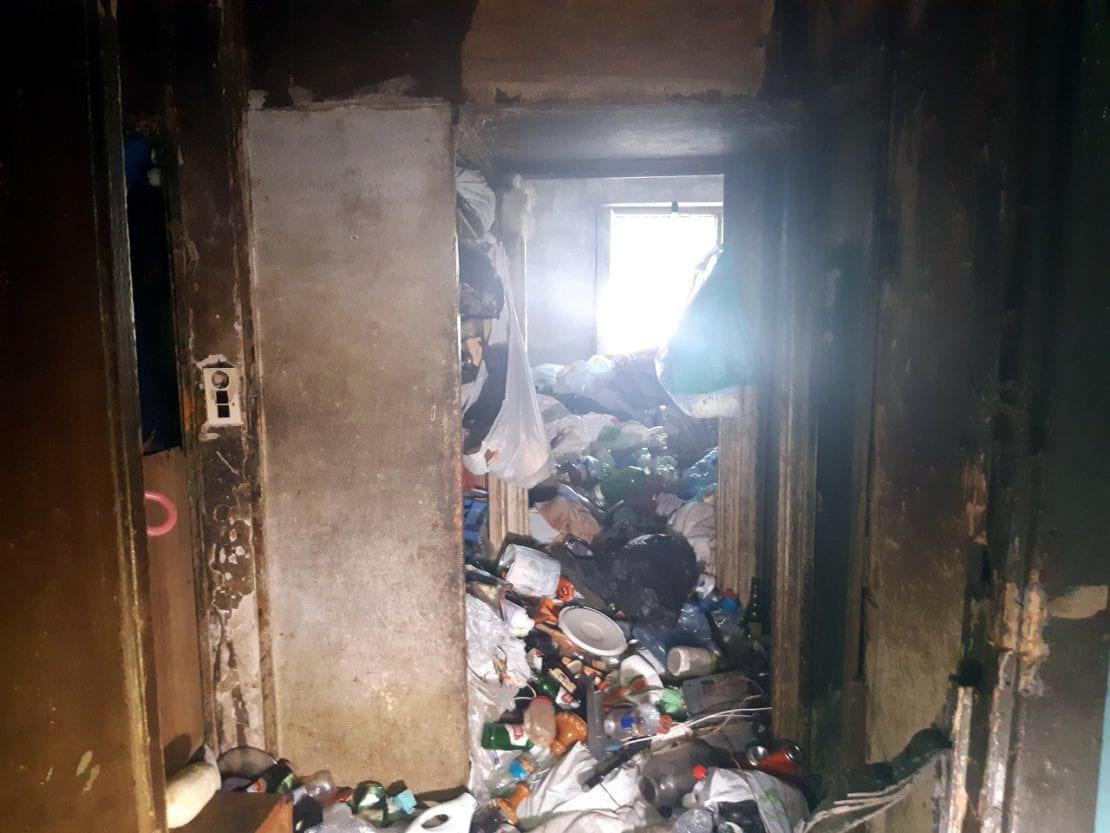 Новости Днепра про Самосвалов не хватает: в Днепре вычищают от мусора жилую квартиру