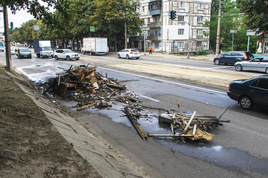 В кузове КАМАЗа на ходу загорелся мусор. Новости Днепра