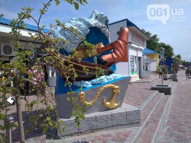 Новости Днепра про Памятник оказался в центре секс-скандала