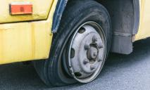 ЧП: в Днепре у маршрутки с пассажирами лопнуло колесо