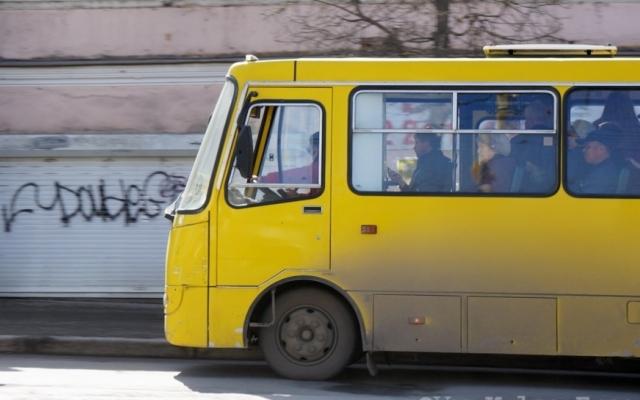 Водитель маршрутки чуть не травмировал пожилую женщину из-за просьбы льготного проезда. Новости Днепра