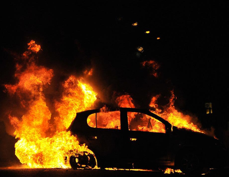 Жаркая ночь в Днепре: на обоих берегах горели машины. Новости Днепра