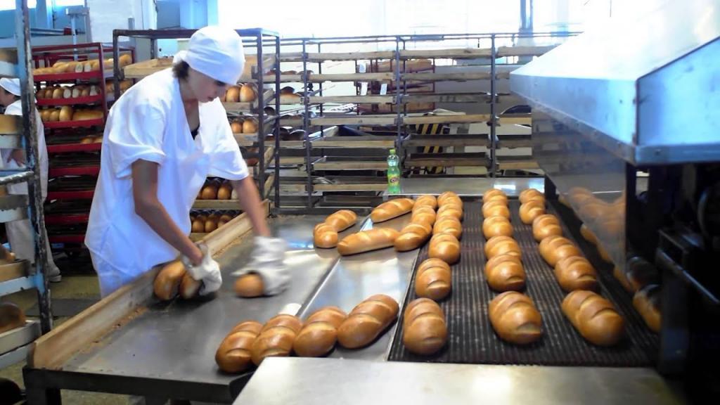 «Сюрприз» в хлебе: днепрянка была в шоке от увиденного . Новости Днепра