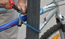 Днепровский менталитет: горожанин снял на видео кражу велосипеда в центре и ушел