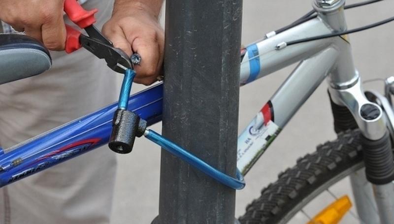 Днепровский менталитет: горожанин снял на видео кражу велосипеда в центре города и ушел. Новости Днепра