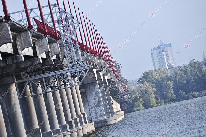 Временное перекрытие движения для велосипедистов и пешеходов по Центральному мосту. Новости Днепра
